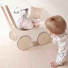 OK, so sit down and get comfortable so we can go for a little stroll in the pram ...www.ooh-noo.com