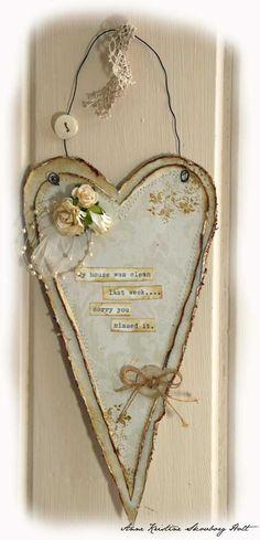 Liker så godt teksten jeg har brukt på dette hjertet som jeg har laget til ei venninne. Brukt noen resteark og pyntet med gamle knapper, r...