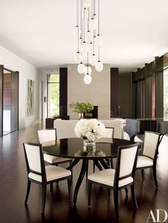 Contemporary Dining Room Design: Modern Dining Room By Carrier And Co. Interiors By Modern Dining Room Lighting, Luxury Dining Room, Modern Dining Table, Dining Room Sets, Round Dining Table, Dining Area, Dining Chairs, Room Chairs, Dining Room Furniture Design