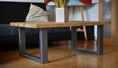 Velmi bytelný a těžký stůl z masivního starého dubu, ošetřen neviditelnou vrstvou polyuretanového matného laku. Nohy - černěná ocel. Rozměry: deska 110*73cm, výška stolu 46cm, tloušťka desky 4cm.