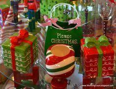 metal gift box christmas decor的圖片搜尋結果