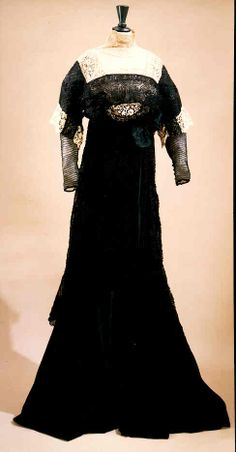Circa 1908 Chéruit semi-morning dress of ecru net, lace, and black silk satin with an overlaid tunic of black chiffon embroidered with Passamenterie in a stylized floral motif; Antique Clothing, Historical Clothing, Vintage Gowns, Vintage Outfits, Morning Dress, 1900s Fashion, Vintage Fashion, Period Outfit, Fabulous Fabrics