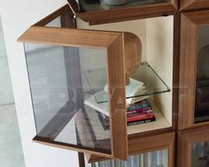 Витрина - Porada - Kvadro comp. J - из обычного стекла, прямоугольная, на цоколе, без выдвижных ящиков, с полками, из дерева, с дверцей, закрытые полки, с (4) четырьмя полками и более, с распашной
