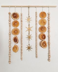 DIY Dried Orange Wall Hanging, Guest Post by Terra Wood — Under A Tin Roof manualidades cuarto DIY Dried Orange Wall Hanging Bohemian Christmas, Natural Christmas, Simple Christmas, All Things Christmas, Winter Christmas, Christmas 2019, Diy Christmas Garland, Christmas Kitchen, Primitive Christmas