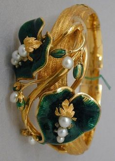 French Second Empire (1852-1870) Brooch: gold, pearls, guilloché enamel