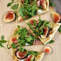 Grilled Flatbread with Figs, Goat Cheese, Prosciutto and Arugula