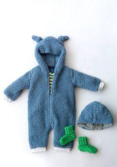 Une combinaison de bébé en polaire pour pour ne pas attraper froid !