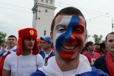 Русский футбольный болельщик во время марша на Национальном стадионе в Варшаве,  Польша, 12 июня 201 : LiveInternet - Российский Сервис Онлайн-Дневников