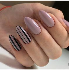 False nails have the advantage of offering a manicure worthy of the most advanced backstage and to hold longer than a simple nail polish. The problem is how to remove them without damaging your nails. Elegant Nail Designs, Short Nail Designs, Elegant Nails, Stylish Nails, Nail Art Designs, Nails Design, Classy Nails, Fabulous Nails, Perfect Nails