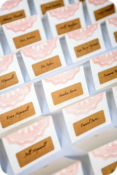 wedding style, inspiration escort card, matrimoni, senza parole, elegant escort card, escort card eleganti, luxury escort card, black and white escort card, baroque escort card, chic escort card, main escort card, callas decoration, luxurios escort card,