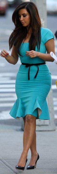 Resultado de imagem para kim kardashian dress blue