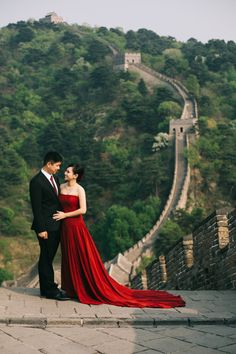 One Couple's Wondrous Engagement Session In China   http://www.bridestory.com/blog/one-couples-wondrous-engagement-session-in-china