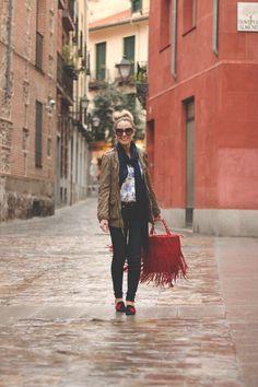 Nos encanta el look casual que ha elegido PRISCILA para nuestros slippers (ref. 1292) con el bolso a juego.  Más fotos en su blog http://www.myshowroomblog.com/2013/03/baroque.html #PilarBurgos