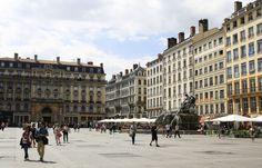 Lyon: Entre la vie et la mort après avoir été poignardé à la gorge