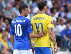 Sweden's forward Zlatan Ibrahimovic (R) stands beside Italy's midfielder Thiago Motta during the Euro 2016 group E football match between Italy and Sweden at the Stadium Municipal in Toulouse on June 17, 2016.  / AFP / Rémy GABALDA