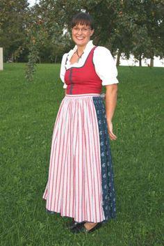 Niederneukirchen: Sommerdirndl der Goldhaubengruppe Niederneukirchen (Bild: Barbara Hörtenhuber)