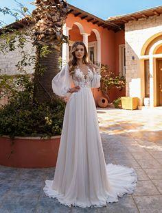 Fairy Wedding Dress, V Neck Wedding Dress, Long Sleeve Wedding, Long Wedding Dresses, Wedding Dress Styles, Italian Wedding Dresses, Bohemian Style Wedding Dresses, Wedding Gowns, Gold Bridesmaid Dresses