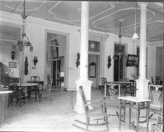 COLLECTIE TROPENMUSEUM Galerij voor het kantoor van Hotel des Indes Batavia TMnr…