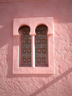 Moroccan Pink Window and Wall Mur et Fenetres Roses du Maroc www.finelalla.com