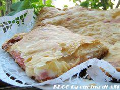 Una splendida torta salata con una base di pasta per pizza,farcita con prosciutto cotto, formaggi, pomodorini e ricoperta con pasta sfoglia!MAGNIFICAAAAAAAA