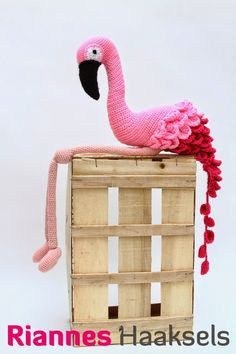 RiannesHaaksels: Flamingohttp://www.amazon.com/Crocheted-Wild-Animals-Collection-Creatures/dp/1861089260/ref=lh_ni_t?ie=UTF8&psc=1&smid=A317YISDMRJIZA