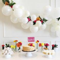 30 garlands that'll have you reaching for the balloon pump Balloon Columns, Balloon Arch, Balloon Garland, The Balloon, 5 Balloons, Custom Balloons, White Balloons, Birthday Celebration, Birthday Parties