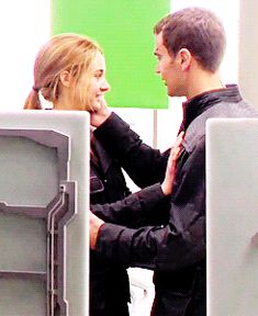 Shailene Woodley and Theo James (set of Divergent)