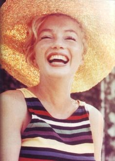 I love pictures of Marilyn looking more natural.
