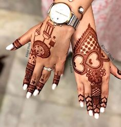 Get your hands adorned with the best bridal mehndi designs 2019 for your D-Day! Explore mehendi design inspirations that are going to trend this year. Finger Henna Designs, Henna Art Designs, Modern Mehndi Designs, Mehndi Design Pictures, Latest Mehndi Designs, Beautiful Henna Designs, Mehndi Images, Floral Henna Designs, New Bridal Mehndi Designs