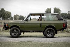 1991 Range Rover Classic Source by blessthisstuff Range Rover Classic, Range Rover V8, Commonwealth, Lance Campers, Garage Workshop Plans, 16 Inch Wheels, Off Roaders, Car Museum, Custom Bikes