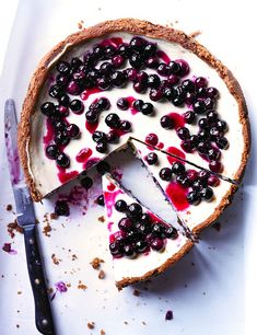Blueberry cheesecake with speculoos crust Speculoos are small spiced, caramelised biscuits - the kind you sometimes get with coffee - that originated from Holland and Belgium. They make a great alternative base for cheesecake and work particularly well with blueberries. This dessert is guaranteed to be a crowd-pleaser.