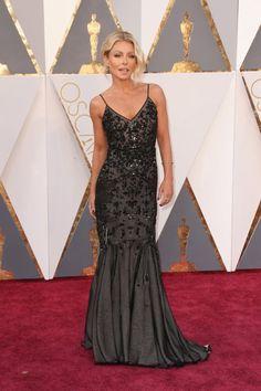Pin for Later: Retour Sur Tous les Looks des Oscars 2016 Kelly Ripa Portant une robe signée Dennis Basso.