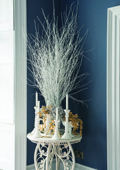 Christmas decorations with wall in Stiffkey Blue by Farrow & Ball - wow LOVE this wall colou Blue Christmas Decor, Christmas Love, Christmas Design, Xmas, Christmas Ideas, Farrow And Ball Paint, Farrow Ball, Christmas Centerpieces, Christmas Decorations