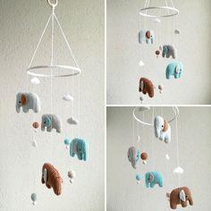 Babymobile mit Elefanten mit Wolken