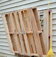 Met twee pallets maakte ze deze ruimtebesparende oppottafel.. Geniaal!