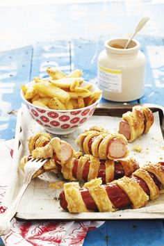 Sausage rolls  Costs: under R100  Serves: 4  Preparation time: 10 minutes  Cooking time: 20 minutes     • 4-8 bratwurst sausages (depending on size)  • 250g puff pastry, defrosted  • 1 egg, beaten  • sesame seeds, for sprinkling  • 400g oven chips, skins on  • mustard to serve - See more at: http://homemag.co.za/news/family-food-9/#sthash.qCkrjtBe.dpuf