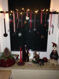 weihnachtsdeko an einem sch nen ast weihnachtsdeko. Black Bedroom Furniture Sets. Home Design Ideas