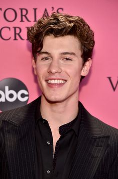 Shawn Mendes Photos Photos - 2018 Victoria's Secret Fashion Show in New York - Runway - Zimbio