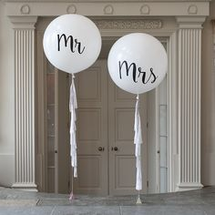The Best Quirky Wedding Accessories To Really Stand Out - Bubblegum Balloons | CHWV