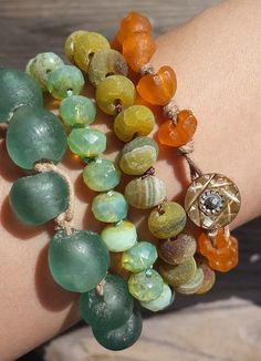 What was once old is made new again! Yellow agate vintage button bracelet | theDepths on Etsy.
