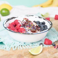 Zdravá snídaně je základ dne a níkdy byste ji neměli vynechat. Ukážeme vám 10 variant zdravých snídaní, které si můžete připravit. Acai Bowl, Detox, Cereal, Breakfast, Food, Inspiration, Yogurt, Fruit, Food Portions