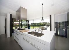 Moderne keuken van alle gemakken voorzien #kitchen #modern #keukeninspiratie #keukendesign #keuken #home4all #interiordesign #interieurinspiratie #design #interiorinspiration #homedesign #beerensinterieurs