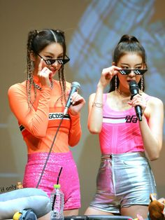 190804 - Fansigning Event at the Seoul Women's Plaza Art Hall South Korean Girls, Korean Girl Groups, V Bts Cute, Olivia Hye, Kpop Outfits, New Girl, Nice Body, Kpop Girls, Photoshoot