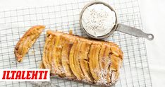 Pippurin keittiömestarilla Risto Mikkolalla on aivan erityinen suhde keikauskakkuihin. Camembert Cheese, Cutting Board, Food, Essen, Meals, Cutting Boards, Yemek, Eten
