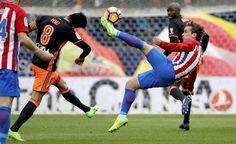 El Atlético de Madrid vence a un flojo Valencia y mantiene su plaza en zona Champions