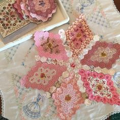 And now the joining#hexagonquilt #edytasitar #slowstitching #epp #englishpaperpiecing #pink #reproductionfabrics #handfulofscraps