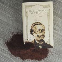 Zombies aan een klassieker als Max Havelaar toevoegen het is een vreemde beslissing. Maar het zorgt er wel voor dat dit stuk literatuur terug wat frisser wordt. De volledige review vind je zoals steeds op onze website.  #books #bookwurm #literature #bookstagram #boek #boeken #koffie #nederlandsboek #literatuur #maxhavelaar #zombie