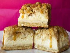 Pastel de queso con manzanas y caramelo