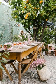 These Are the 12 Small Garden Party Ideas You Should Plan to Copy This Summer Hunker Outdoor Dining, Outdoor Spaces, Outdoor Decor, Outdoor Tables, Small Garden Party Ideas, Party Garden, Summer Garden Parties, Spring Garden, Patio Party Ideas