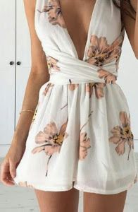 Gorgeous Summer Holiday Party Outfit Ideas - Party Dresses and Party Outfits Trendy Summer Outfits, Casual Outfits, Cute Outfits, Summer Dresses, Outfit Summer, Evening Outfits, Night Outfits, Outfit Pinterest, Floral Playsuit